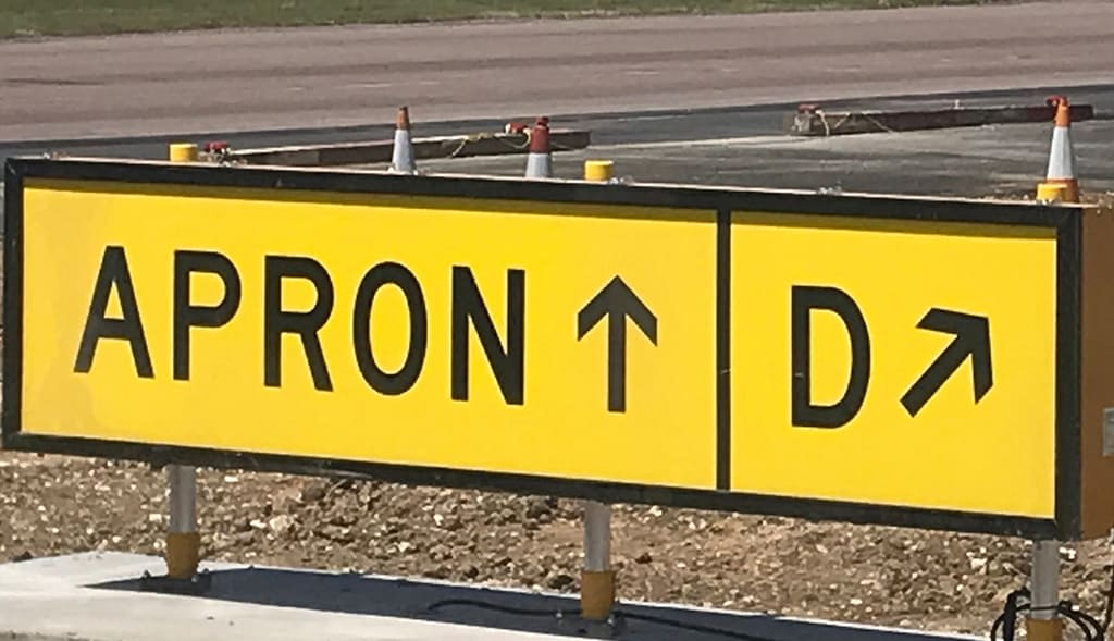 LLA_taxiway_signs_turnkey