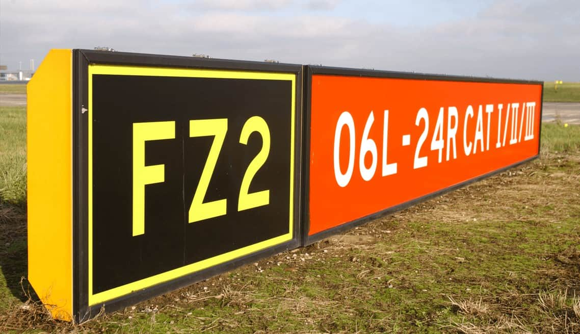 Aberdeen-Airfield-Guidence-Signs